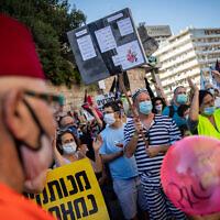 Israelis protest against Prime Minister Benjamin Netanyahu outside his official residence in Jerusalem on July 31, 2020. (Yonatan Sindel/Flash90)