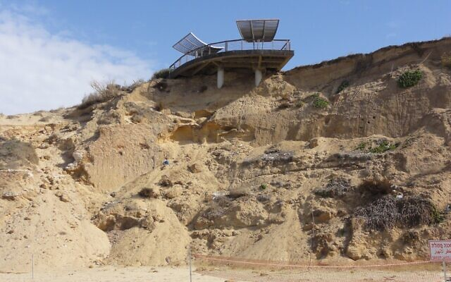 A collapsed section of coastal cliff in Ashkelon, southern Israel. (Courtesy,  the Mediterranean Coastal Cliffs Preservation Government Company/Dr Roni Nehoray, GIS Director)
