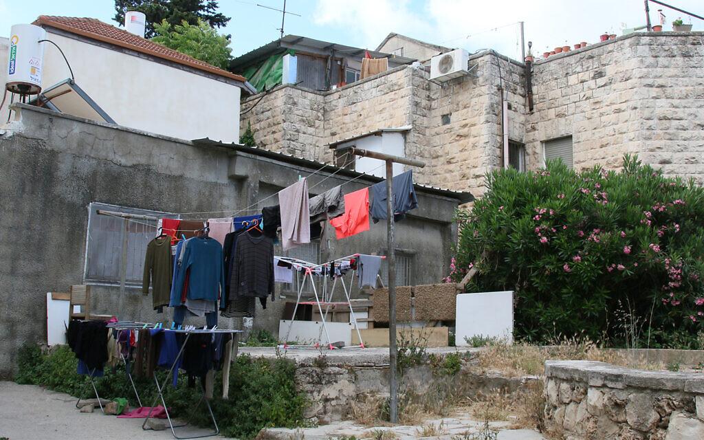 The narrow byway of Korazin street in the Shaarei Rahamim quarter of Jerusalem's Nahlaot neighborhood. (Shmuel Bar-Am)
