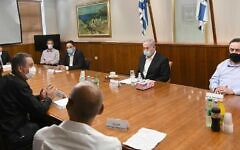 Prime Minister Benjamin Netanyahu (center) and Finance Minister Israel Katz (right) meet with representatives of self-employed Israelis and small business owners at the Prime Minister's Office in Jerusalem, July 10, 2020 (PMO)