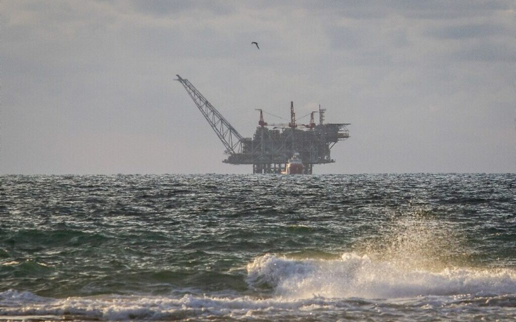 The Leviathan natural gas gas processing rig from Dor Habonim Beach Nature Reserve, January 1, 2020.  (Flash90)