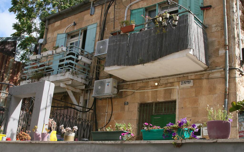 Hamadregot street in Jerusalem's Nahlaot neighborhood. (Shmuel Bar-Am)