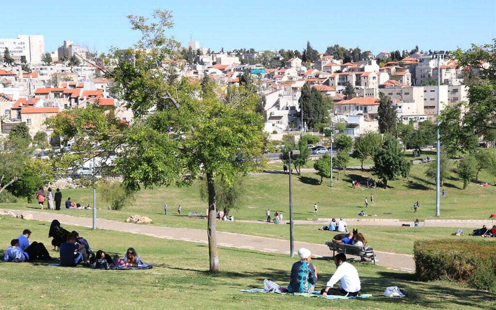 Sacher Park and Nahlaot in Jerusalem. (Shmuel Bar-Am)