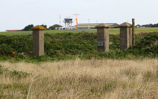 The old gate posts to Lager Sylt on the island of Alderney, 2012. (CC BY-SA 2.0/ John Rostron)