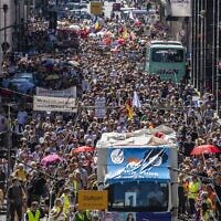 Thousands of demonstrators march down the Friedrichstrasse street as they take part in a demonstration against the current measures to curb the spread of the Coronavirus, in Berlin, on August 1, 2020. (John MACDOUGALL / AFP)