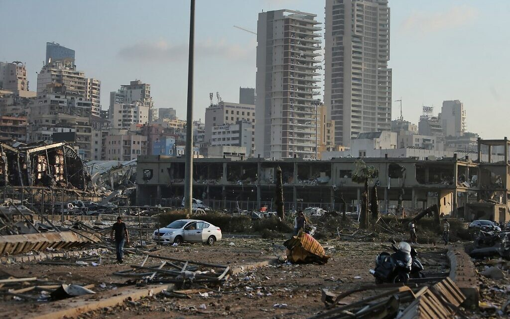 The scene of an explosion at the port in the Lebanese capital Beirut on August 4, 2020 (STR / AFP)