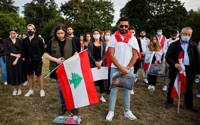 Lebanese come together for a vigil held at Kensington gardens in central London to honor the victims of the Beirut blast on August 5, 2020. (Tolga Akmen / AFP)