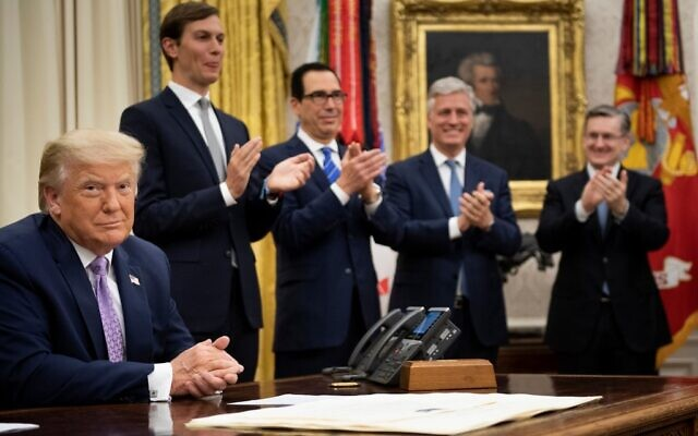 (L-R, rear) US senior presidential advisor Jared Kushner, US Secretary of the Treasury Steven Mnuchin and US National Security Advisor Robert O'Brien clap for US President Donald Trump after he announced an agreement between the United Arab Emirates and Israel to normalize diplomatic ties, at the White House, August 13, 2020. (Brendan Smialowski / AFP)