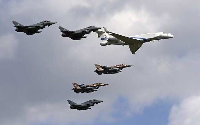 German air force Bundeswehr Eurofighters and Israeli Air Force F-16 jets and a Gulfstream plane fly in formation near Munich in commemoration of the 1972 Munich Olympic Games massacre in which 11 Israeli athletes were killed, on August 18, 2020. (Christof STACHE / AFP)