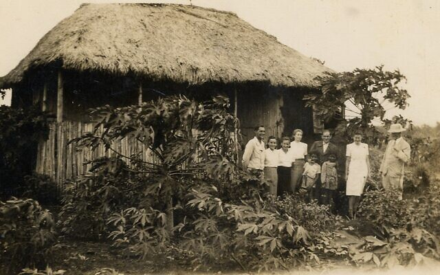 Detainees visiting some local Mauritians. (Courtesy Ghetto Fighters' House Archives, Israel)