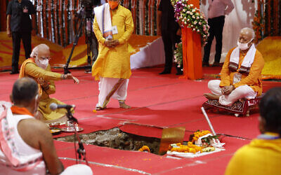 Indian Prime Minister Narendra Modi performs the groundbreaking ceremony of a temple dedicated to the Hindu god Ram, in Ayodhya, India, August 5, 2020 (AP Photo/Rajesh Kumar Singh)