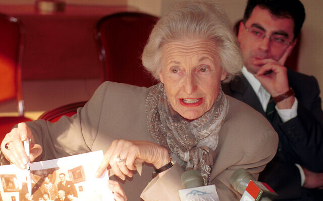 American-Hungarian dual citizen Martha Nierenberg shows an old family photo during a press conference in the Hotel Intercontinental in Budapest, October 24, 2000. (MTI/Tibor Rozsahegyi/ AP)