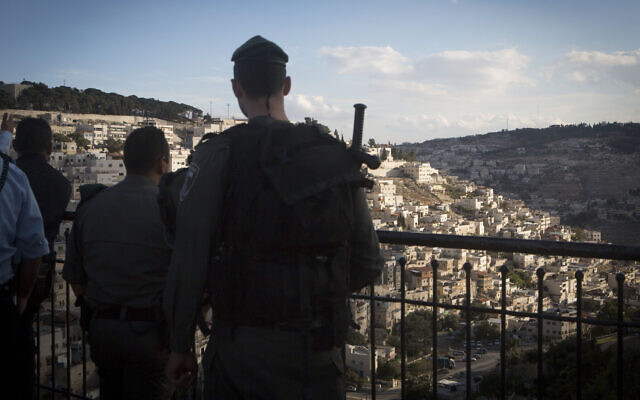 Illustrative: Border Police officers at a lookout point near the East Jerusalem neighborhood of Silwan on October 30, 2014. (Miriam Alster/Flash90)