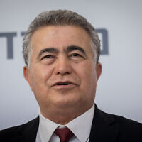 Economy Minister Amir Peretz in Jerusalem on May 18, 2020. (Yonatan Sindel/Flash90)
