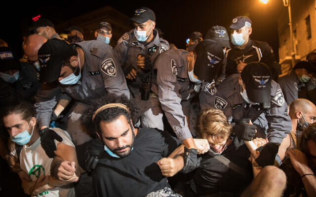 Police remove protesters during a rally against Israeli prime minister Benjamin Netanyahu in Jerusalem on August 2, 2020. (Noam Revkin Fenton/Flash90)