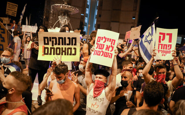 Israelis protest against Israeli Prime Minister Benjamin Netanyahu in Jerusalem on August 1, 2020. (Olivier Fitoussi/Flash90)
