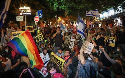 Israelis protest against Prime Minister Benjamin Netanyahu in Jerusalem on August 1, 2020. (Olivier Fitoussi/Flash90)