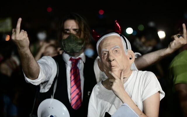 Israelis protest against the Israeli government's handling of the current coronavirus crisis, in Tel Aviv, on August 1, 2020. (Tomer Neuberg/Flash90)