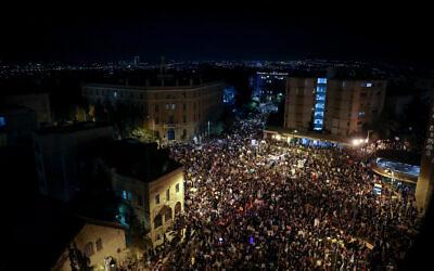 Israelis protest against Prime Minister Benjamin Netanyahu outside the Prime Minister's Residence in Jerusalem on August 1, 2020. (Yonatan Sindel/Flash90)