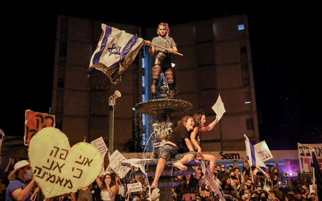 Israelis protest against Prime Minister Benjamin Netanyahu in Jerusalem on August 1, 2020. (Olivier Fitoussi/Flash90)