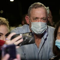 Alternate Prime Minister and Minister of Defense Benny Gantz speaks to the media outside his home, during a protest by Israelis from the culture and art industry demanding the restarting of performances amid the COVID-19 pandemic, in Rosh Haayin, on August 9, 2020. (Tomer Neuberg/Flash90)