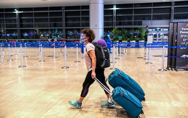 Passengers seen at the Ben Gurion Airport near Tel Aviv on August 13, 2020. (Flash90)