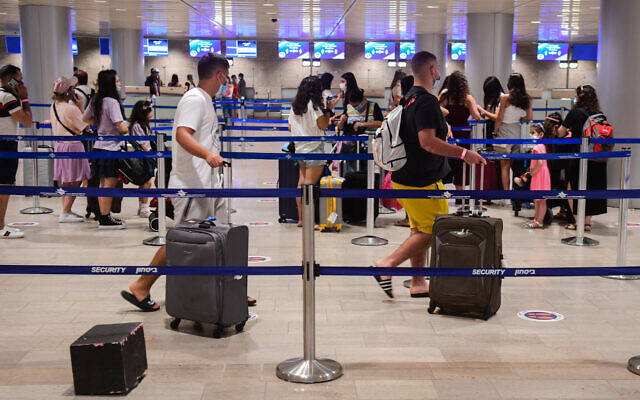 The departure hall at the Ben Gurion International Airport on August 16, 2020 (Avshalom Sassoni/Flash90)