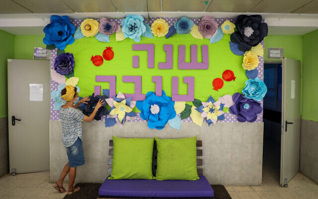 Preparations for the new school year at Orot Etzion school in Efrat, on August 17, 2020. (Gershon Elinson/Flash90)