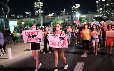 Israelis take part in a demonstration in support of the 16 year old victim of an alleged gang rape in Eilat, in Tel Aviv. August 20, 2020. (Tomer Neuberg/Flash90)