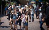 Israelis wear protective face masks in Tel Aviv on August 25, 2020. (Miriam Alster/Flash90)