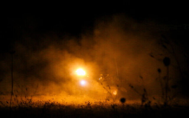 IDF howitzers fire flares and smoke shells near the Lebanese border on August 26, 2020. (David Cohen/Flash90)