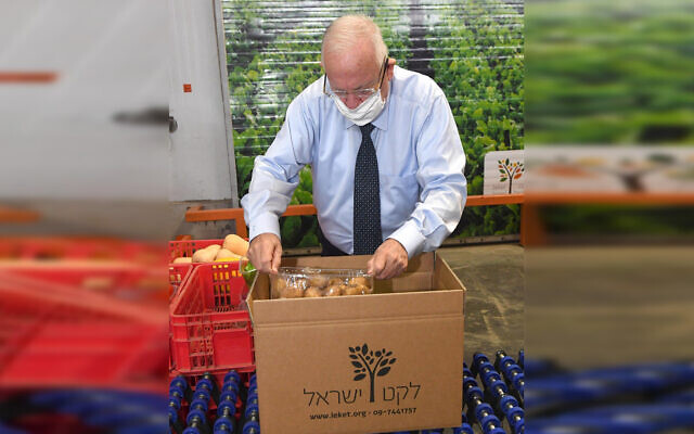 President Rivlin hard at work in the Leket Israel distribution center, July 30, 2020 (courtesy Leket)