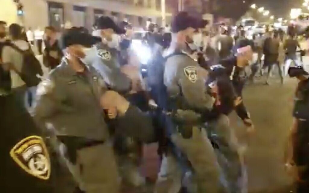 Police clear a protester during a demonstration against Prime Minister Benjamin Netanyahu outside his official residence in Jerusalem on August 29, 2020. (Screen capture: Twitter)