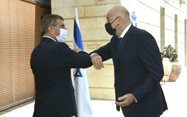 Greek Foreign Minister Nikos Dendias meets with his Israeli counterpart Gabi Ashkenazi in Jerusalem, August 13, 2020 (Twitter)