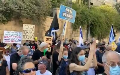 People protest against Prime Minister Benjamin Netanyahu outside his official Jerusalem residence on August 28, 2020 (video screenshot)