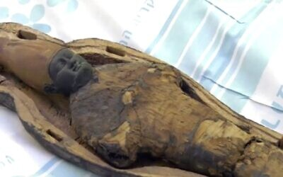 Baby-faced 'corn mummy' does not contain any human or animal remains, rather corn and mud. (Screenshot)