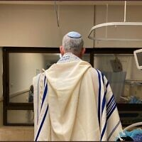 Defense Minister Benny Gantz prays at Tel Hashomer's Sheba Medical Center before back surgery on August 12, 2020 (Courtesy),