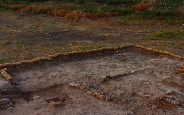 A section of the Beisamoun site where the pyre pit is visible (© mission Beisamoun)