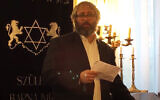Rabbi Peter Finali speaks at a Budapest synagogue in 2016. (Peter Finali/YouTube via JTA)