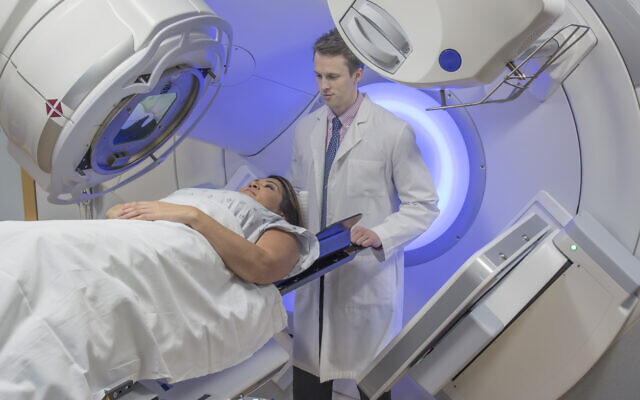 A woman receiving radiation therapy (iStock)