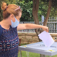 Yael Ilinsky votes for a second time at the Russian consulate in Haifa in June 2020 (Yael Ilinsky/Facebook)