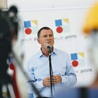 In this photo released by the Health Ministry on August 4, 2020, Health Minister Yuli Edelstein speaks during a visit to Wolfson Medical Center in Holon. (Shlomi Yosef)