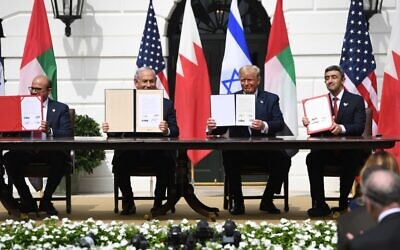 (L-R)Bahrain Foreign Minister Abdullatif al-Zayani, Israeli Prime Minister Benjamin Netanyahu, US President Donald Trump, and UAE Foreign Minister Abdullah bin Zayed Al-Nahyan hold up documents as they participated in the signing of the Abraham Accords where the countries of Bahrain and the United Arab Emirates recognize Israel, at the White House in Washington, DC, September 15, 2020. (SAUL LOEB / AFP)
