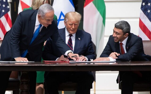 L-R: Israeli Prime Minister Benjamin Netanyahu, US President Donald Trump, and UAE Foreign Minister Abdullah bin Zayed Al-Nahyan participate in the signing of the Abraham Accords at the White House on September 15, 2020. (SAUL LOEB / AFP)
