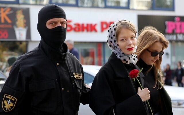 Law enforcement officers detain women during a rally to protest against the Belarus presidential election results in Minsk on September 19, 2020. Belarus President Alexander Lukashenko, who has ruled the ex-Soviet state for 26 years, claimed to have defeated opposition leader Svetlana Tikhanovskaya with 80 percent of the vote in the August 9, elections. (TUT.BY / AFP)
