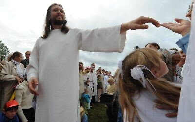 "This photo taken on August 28, 2009,  shows ""Vissarion the Teacher,"" or ""Jesus of Siberia,"" Russian ex-traffic cop Sergei Torop, with his followers in the remote village of Petropavlovka. (Alexander NEMENOV / AFP)"