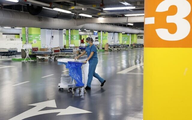 A medic works in the underground parking lot of Rambam Health Care Campus, which was transformed into an intensive care facility for coronavirus patients, in the northern Israeli city of Haifa on September 23, 2020 (JACK GUEZ / AFP)