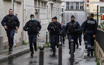 Illustrative: French police officers rush to the scene of a suspected terror attack in Paris, on September 25, 2020. (Alain Jocard/AFP)