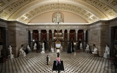 Members of the US Capitol Police salute US Supreme Court Associate Justice Ruth Bader Ginsburg's flag-draped casket as she lies in state in Statuary Hall of the Capitol on September 25, 2020 in Washington, DC. (Chip Somodevilla / POOL / AFP)