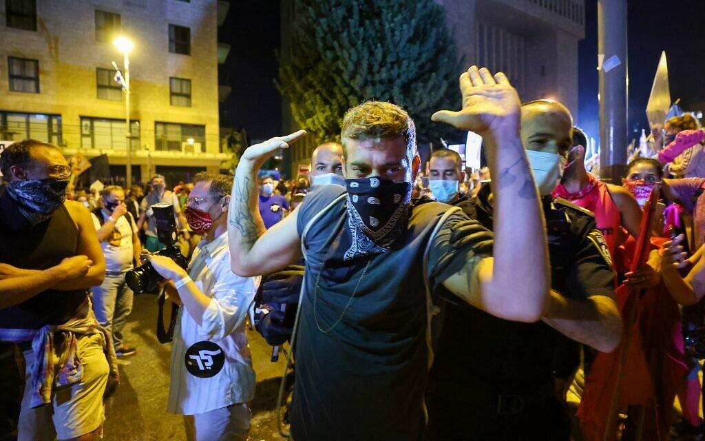 Israeli police detain a protester during a demonstration in Jerusalem, on September 26, 2020. (EMMANUEL DUNAND / AFP)